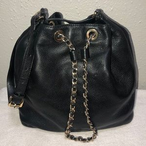 ‼️Michael Kors‼️black leather drawstring shou…